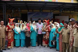 Monalisa Irfendi Arbi meresmikan, sekaligus mencanangkan Bulan Bhakti Dasawisma di Kenagarian Tanjung Gadang