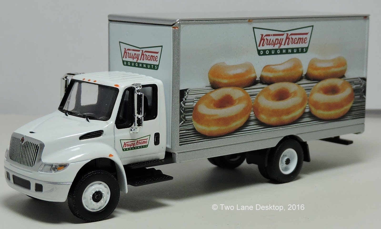 greenlight international durastar krispy kreme box truck [ 1600 x 962 Pixel ]