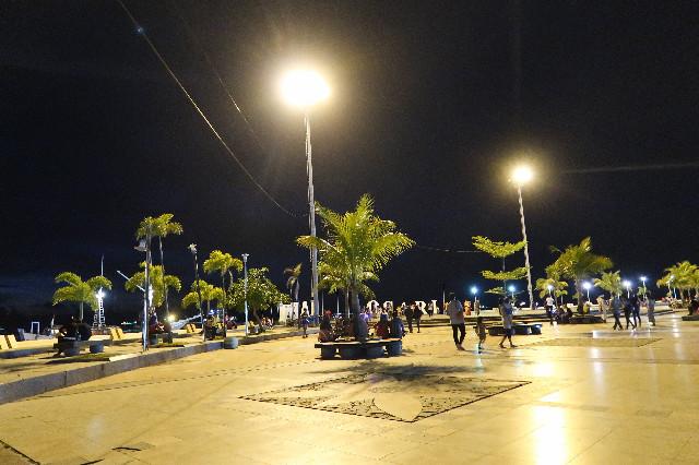 suasana malam di pantai losari