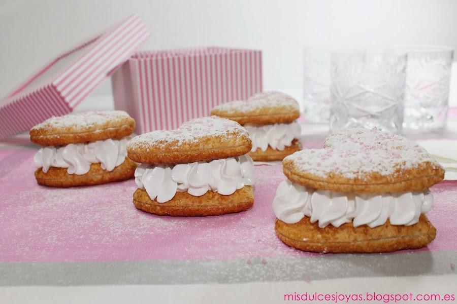 Corazones de hojaldre y merengue