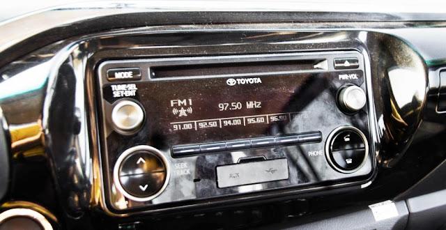 Hilux chỉ được trang bị tiện nghi giải trí nghèo này là đầu CD
