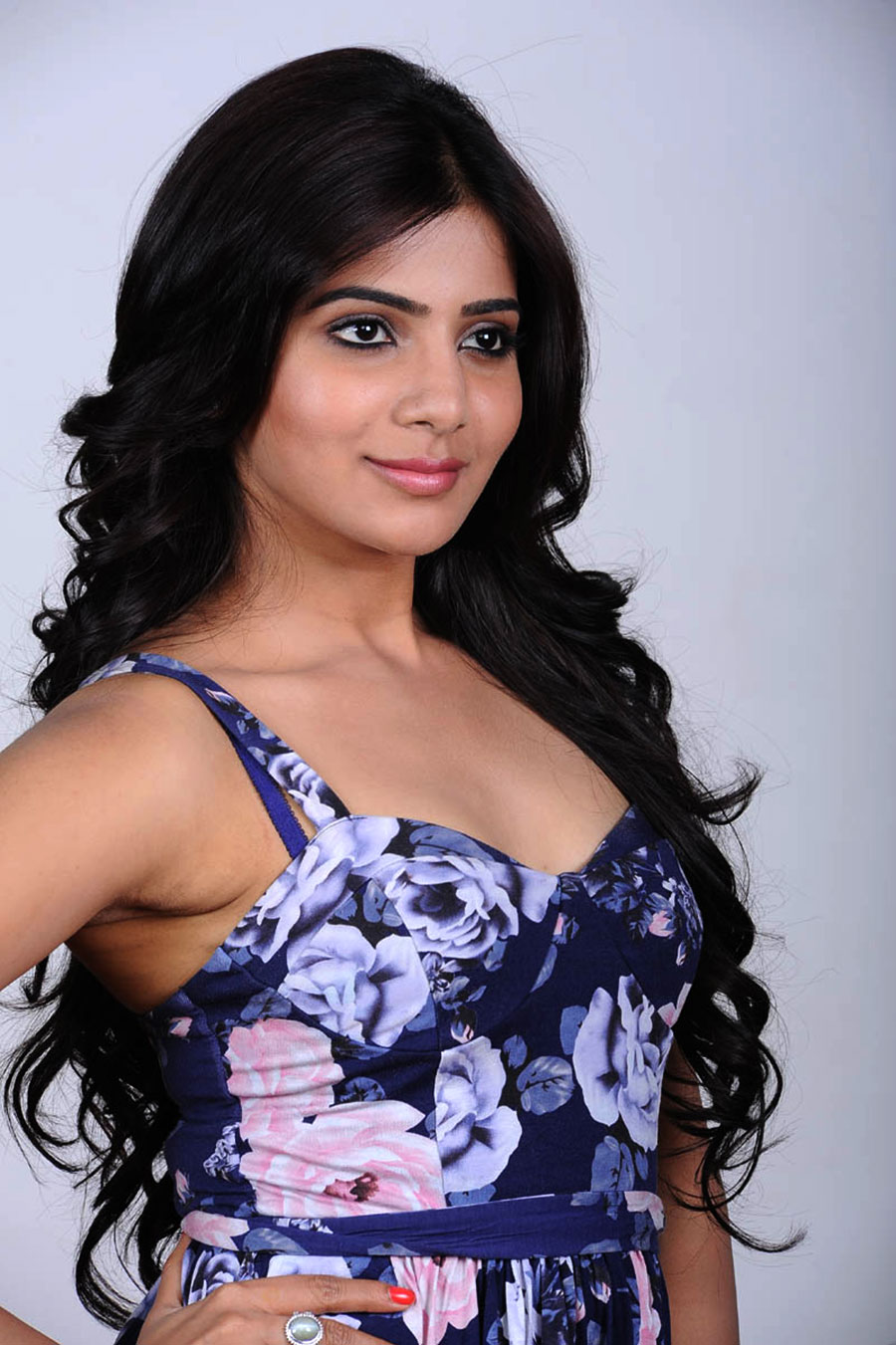 full confident exotic hot sexy Samantha latest photo shoot gallery