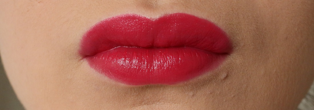 Charlotte Tilbury Hot Lips Electric Poppy Review And Swatches On Lips