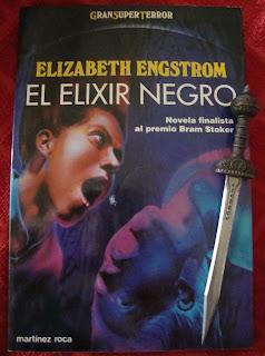 Portada del libro El elixir negro, de Elizabeth Engstrom