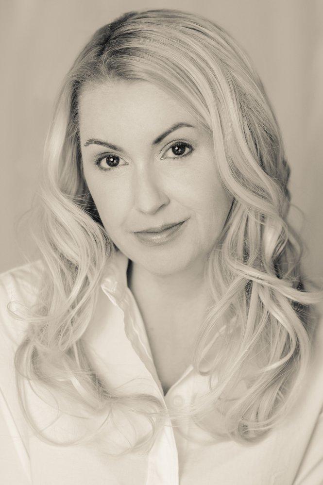 Эрин хантер биография с фото владельцев