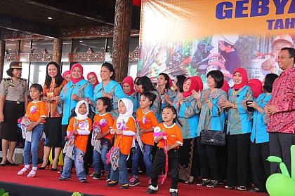 Bukti Kesederhanaan Ibu Negara, Iriana Jokowi yang Patut ...