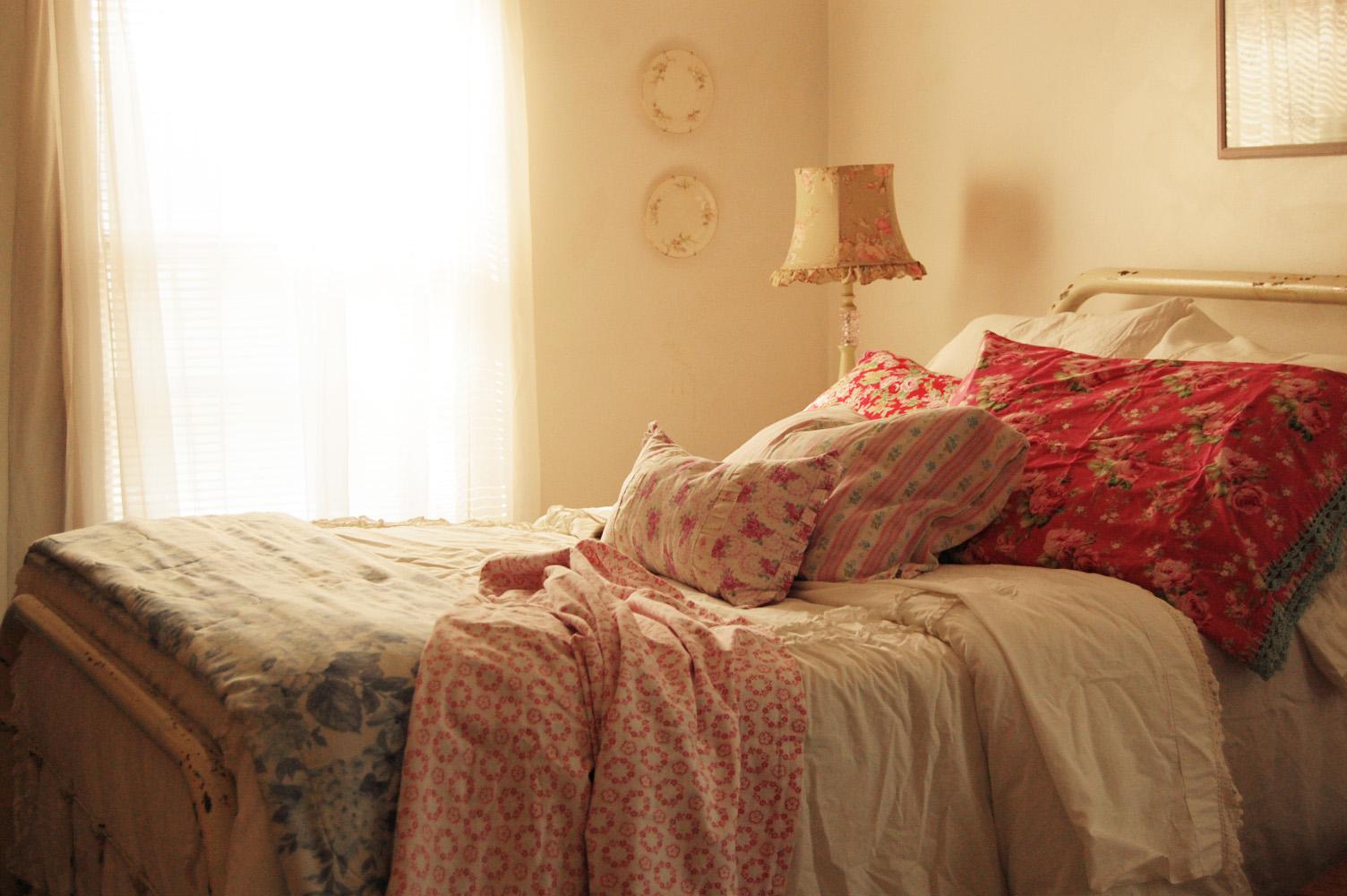 Farmhouse Life: My simple Cozy Bedroom