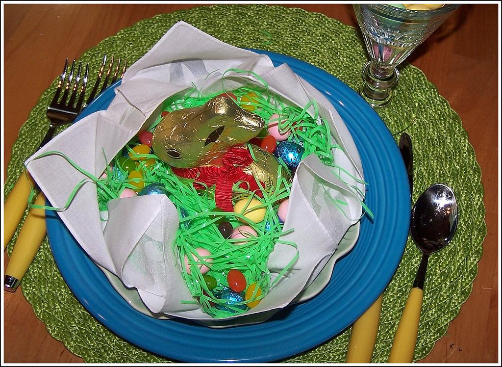 Top 15 Stunning Kitchen Design Ideas Plus Their Costs: Olla-Podrida: Napkin Fold Easter Baskets
