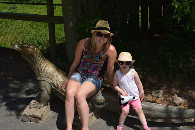 mom and daughter at the zoo