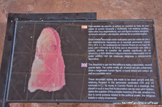 Cartel informativo estela guerrero Cancho Roano