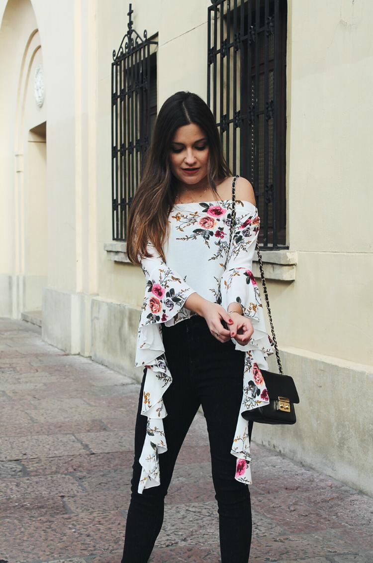 blusa de flores outfit