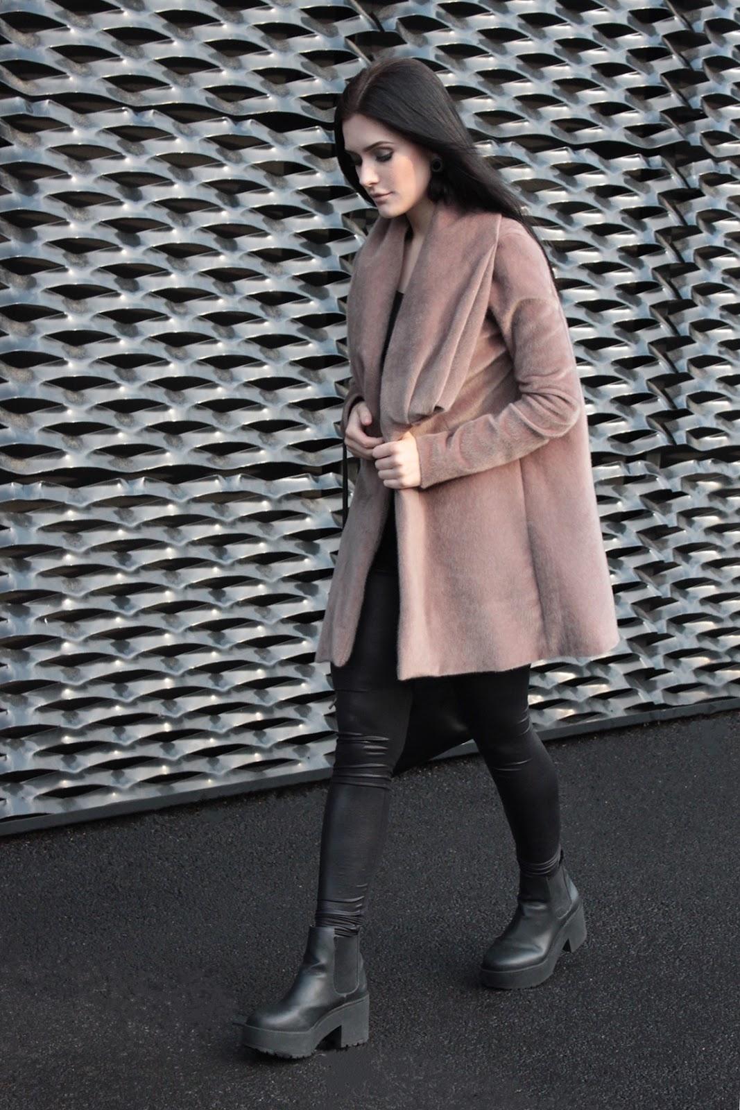 płaszcz l nude l beżowy l look l stylizacja l fur coat