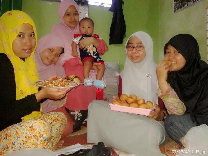 Masak-masak dengan teman-teman FLP Bekasi