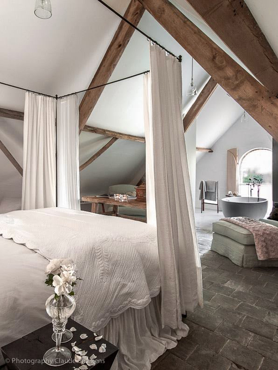 Neo rustic bedroom | The Little Monastery © Claude Smekens