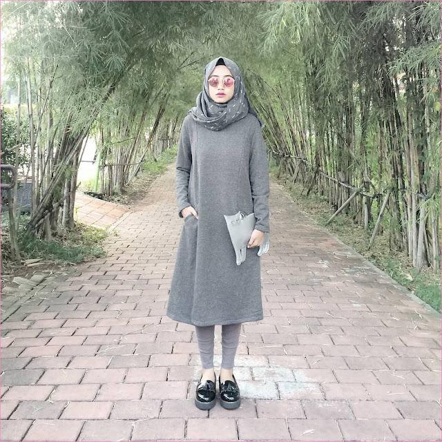 Outfit Baju Tunic Untuk Hijabers Ala Selebgram 2018 tunic abu tua hijab pashmina diamond bemotif legging loafers and slip ons lace ups hitam pouch&case clutch abu muda dompet kacamata bulat pink ciput rajut ootd trendy kekinian