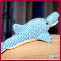 Delfín azul amigurumi
