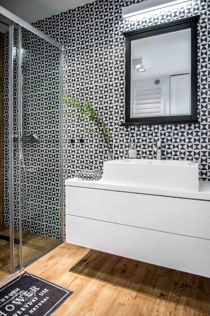 baño-decoracion-geometrica-blanco-negro