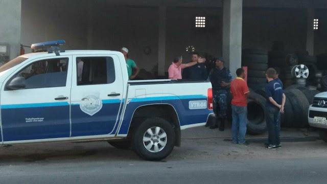 Em Delmiro Gouveia, empresário Zé Cruz doa pneus para viatura da Guarda Civil Municipal