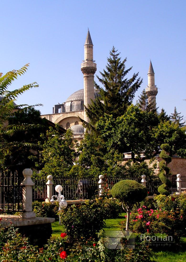 Muzeum Mevlany w Konii to wizytówka miasta. Nam meczetem góruje turkusowa kopuła.