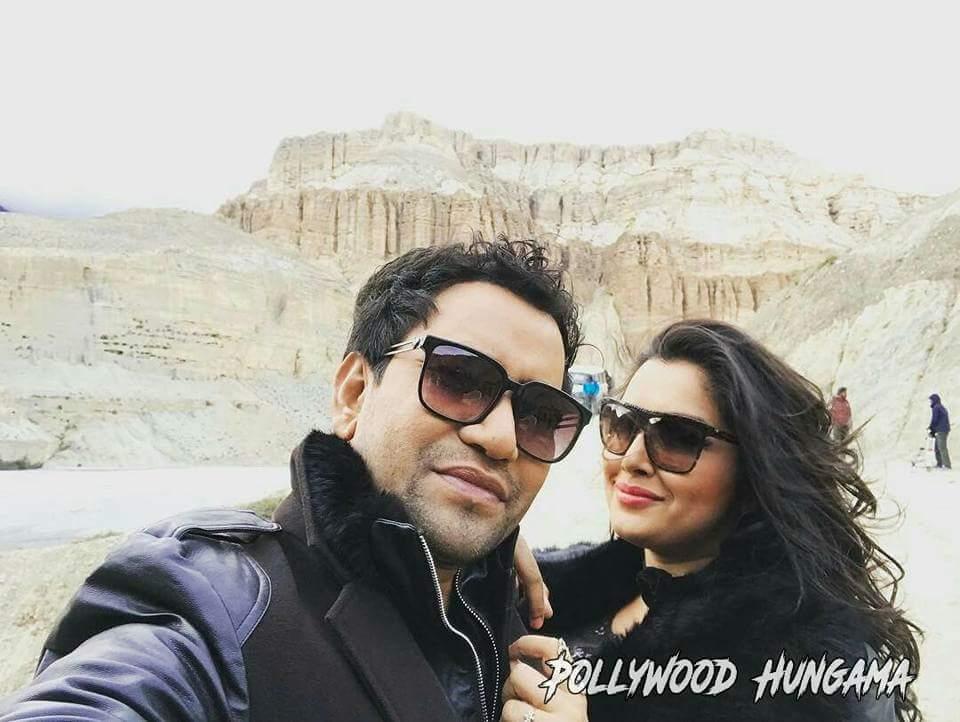 Amrapali Dubey and Dinesh Lal Yadav Nirahua Nirahua Chalal London Bhojpuri Movie Shooting stills, Nirahua Chalal London Bhandar Bhojpuri Movie