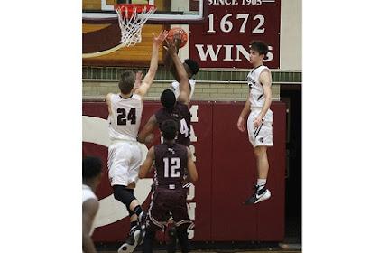 Bagaimana Ia Melakukannya Saat Bermain Basket?