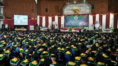 Gubernur Apresiasi Wisudawan Berprestasi