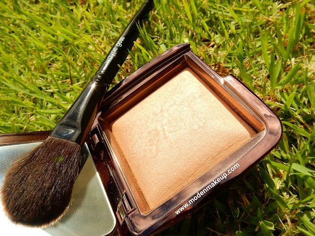 Hourglass Ambient Lighting Powder 'Radiant Light' - www.modenmakeup.com