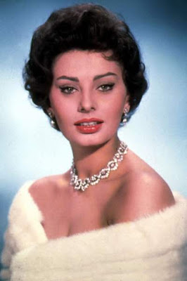 قصة حياة صوفيا لورين (Sophia Loren)، ممثلة إيطالية، من مواليد يوم 20 سبتمبر 1934