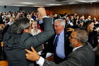http://vnoticia.com.br/noticia/1644-comissao-de-assuntos-sociais-do-senado-rejeita-texto-da-reforma-trabalhista