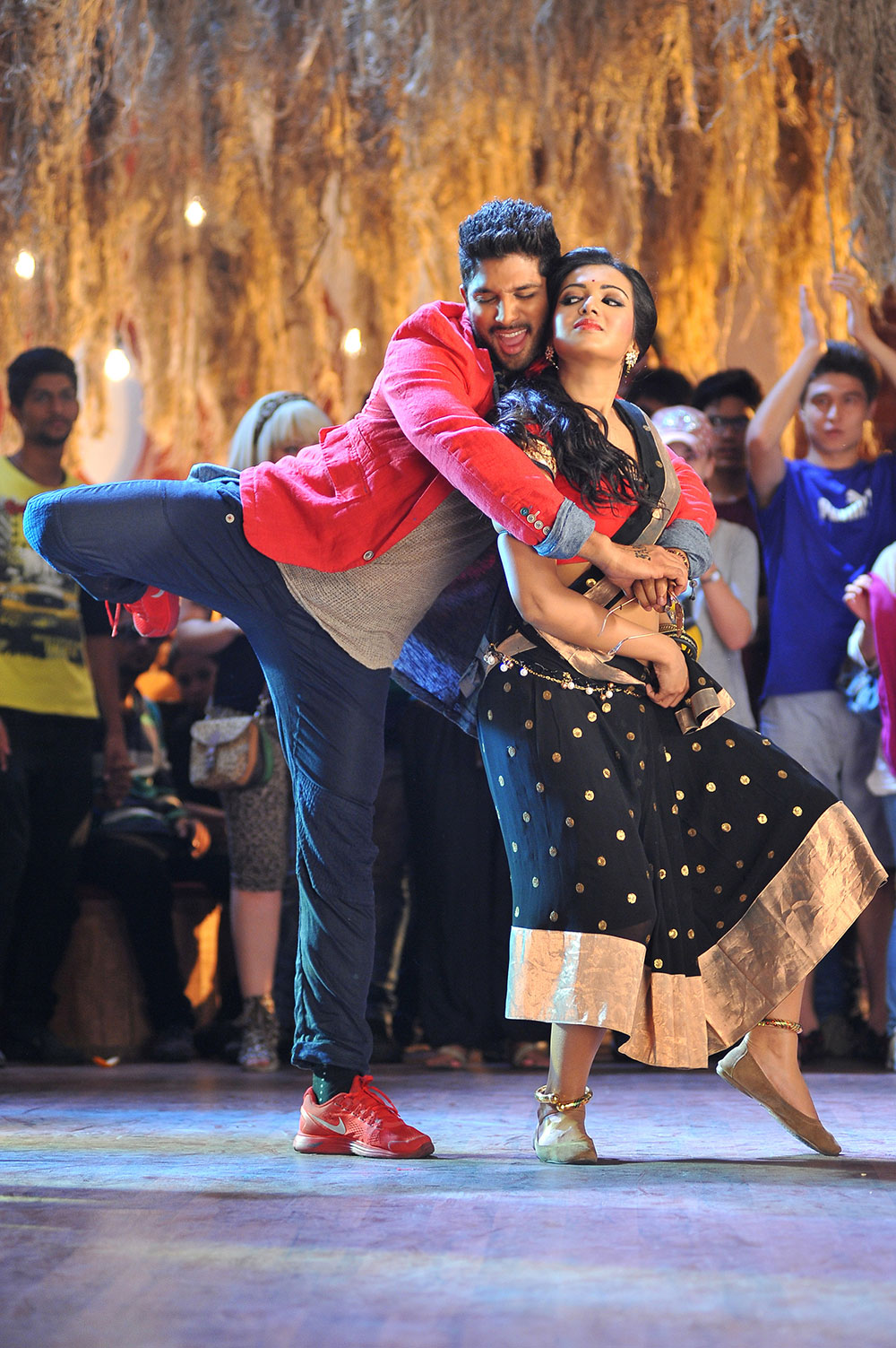 Iddarammayilatho mass song hot stills photos