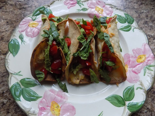 I love when an impromptu plan comes together (Baked buffalo chicken tacos)