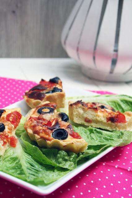 Mini-Quiches auf Salat