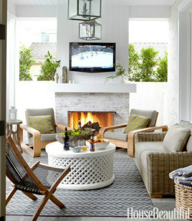 Coastal clean and modern outdoor living room.