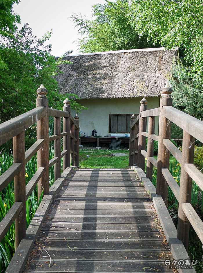 jardin japonais musica nigella, pont et pavillon de thé