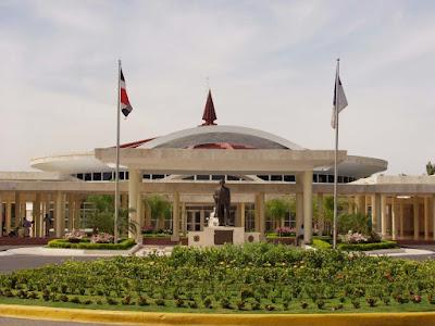 UUniversidad Autónoma de Santo Domingo preocupada por la gran cantidad de enferemeras extranjeras ejerciendo sin revalidar sus títulos