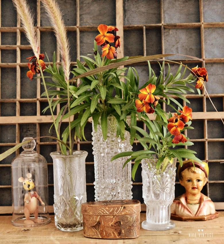 Con el post de hoy veremos como decorar con jarrones de cristal, haremos composiciones decorativas