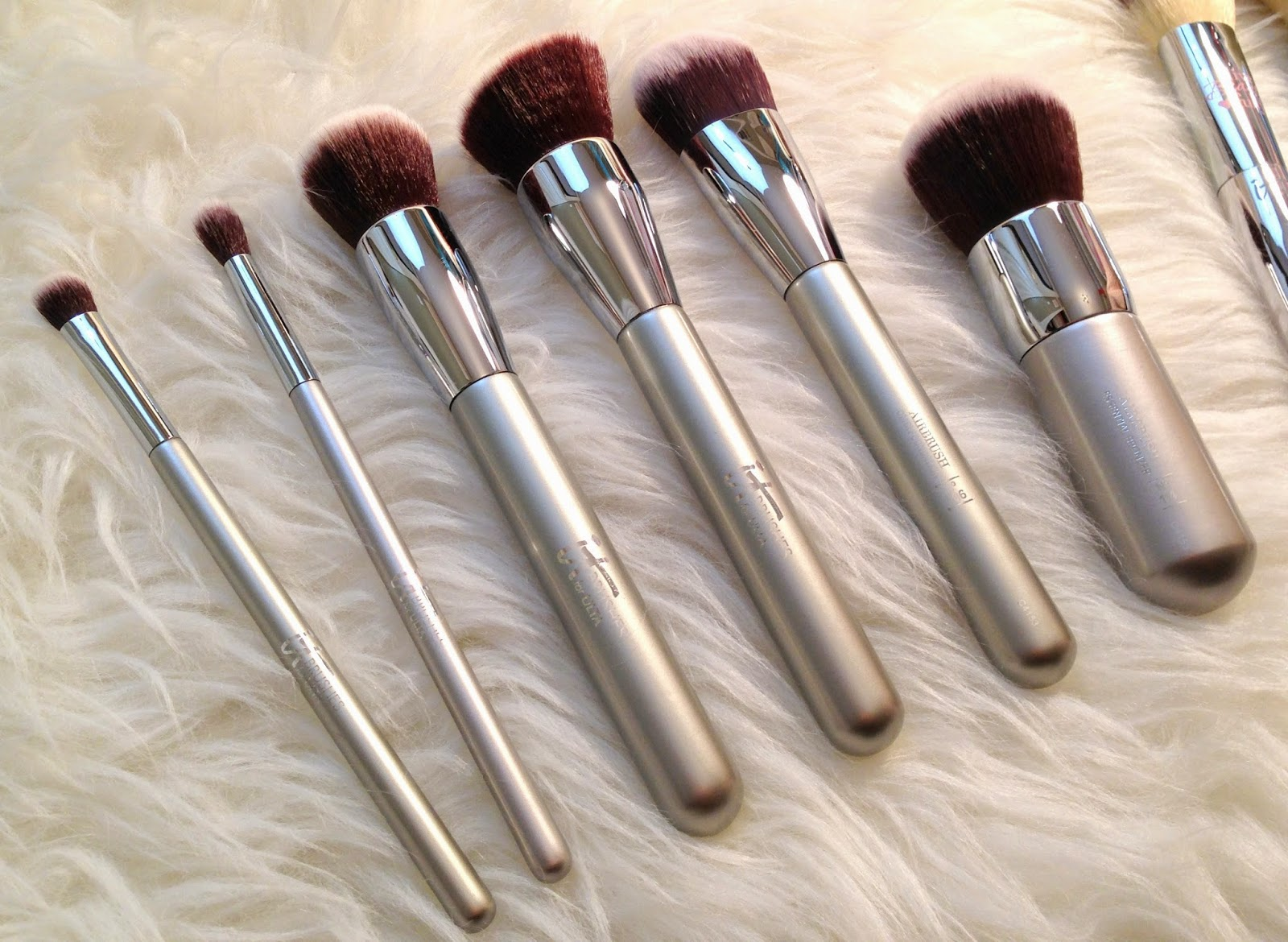 It Cosmetics x ULTA Airbrush Complexion Perfection Brush #115 by IT Cosmetics #6