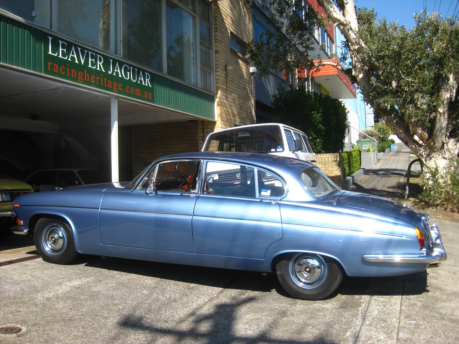 Aussie Old Parked Cars: 1970 Jaguar 420G