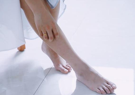 Gambar teknik menghilangkan bulu kaki secara alami