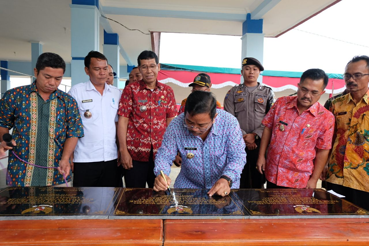Foto 6: Peresmian Empat Pasar Rakyat di Kabupaten Sekadau di Resmikan oleh Bupati Sekadau, Jumat (6/4/2018).