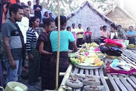 utan wun lolon ritual pesta kaca di kampung adat lewotolok lembata