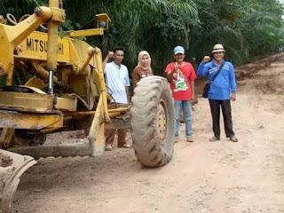Lima Desa Gotong Royong Perbaiki Jalan