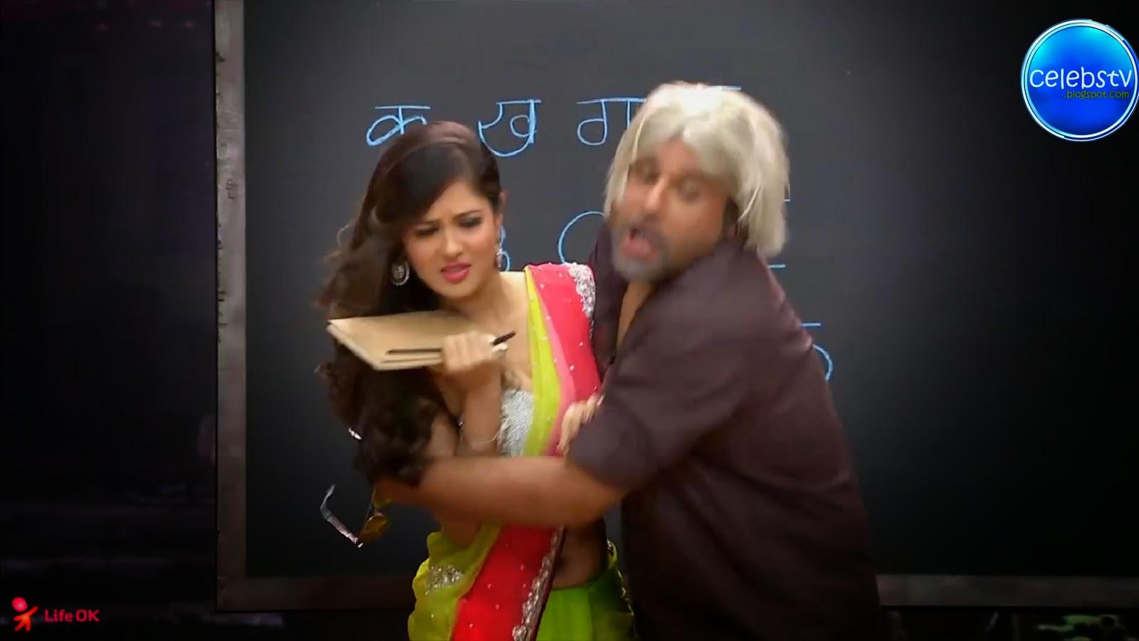 Pooja Bose Very Hot Sexy Bouncing Boobs, Navel Show -7454