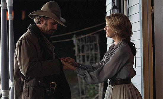 Kevin Costner y Annette Bening en Open Range