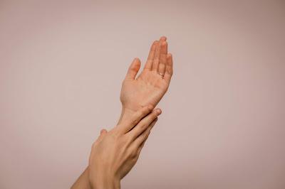 Cara Mengatasi Telapak Tangan kasar dan kapalan