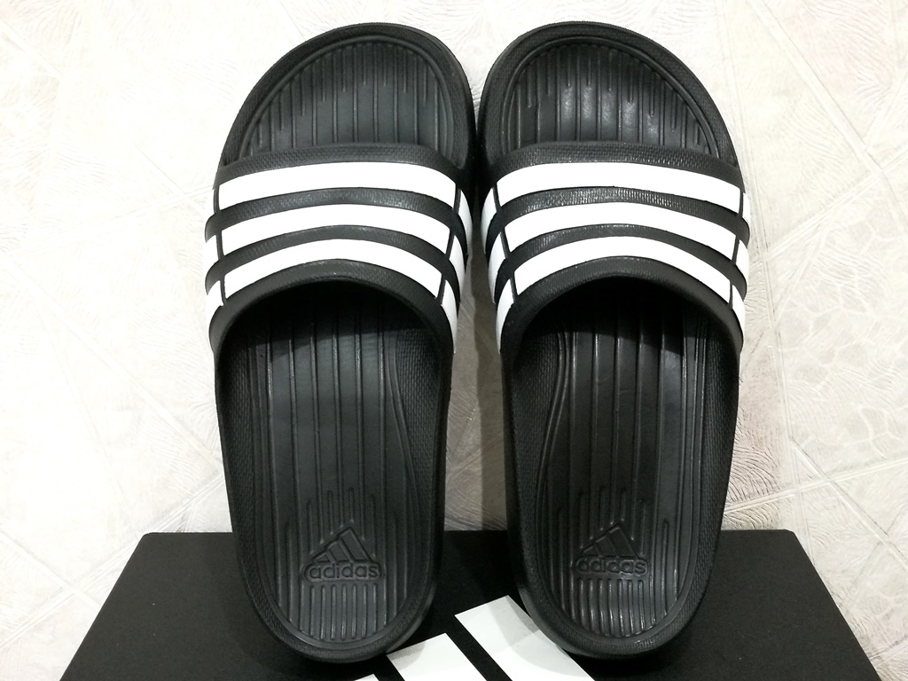 7c82f94a35d659 adidas Duramo Slide K in size K2 - UK 2