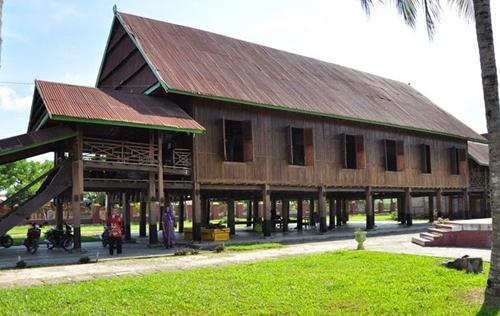 Rumah Adat Suku Bugis balla
