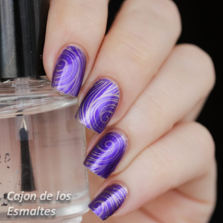 uñas violeta y dorado - chocolate cadbury