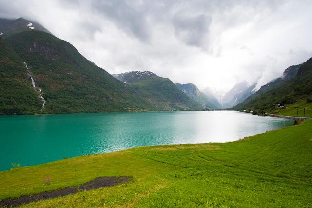 Strada verso il ghiacciaio Brikdalbreen