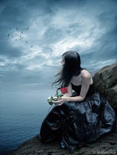 Puisi sepenuhnya bahagia  Lihat aku disini..  Bersinar memancarkan keceriaan..  Jangan tanya mengapa..  Karna jelas terbaca aku tlah sepenuhnya bahagia..  Sejak dihari itu..  Sejak Kau tinggalkan aku dengan semua kenangan yang ada..  Sejak itu aku berterima kasih  Atas kepergiaanmu..  Berterima kasih untuk semua luka yang sempat kau hadiahkan sebagai bingkisan terakhir..  Aku jadi belajar untuk tegar..  Aku belajar untuk bisa kuat..  Dan aku dituntut harus bisa ikhlas..  Melepaskanmu..  Melupakanmu..  Meniadakan rasa..  Aku harus bisa tunjukkan pada dunia aku baik-baik saja..  Terutama dihadapanmu..  Aku harus bahagia..  Terima kasih..  Kehadiranmu mengajarkan untuk ku bisa menerima..  Bahwa kepergianmu adalah takdir yang tak bisa kuhindari..  Ku harus melepaskanmu..  Jauh.. lalu kau harus menghilang..  Terima kasih..  Semua yang terjadi membuatku menjadi dewasa..  Bila kau yang terbaik tidak mungkin mengecewakan lalu membuatku berduka selarut ini..  Namun nyatanya kau adalah kenyataan terburuk dalam hidupku..  Tapi tak bisa kupungkiri  Bahwa kau menjadi alasan aku harus menjadi lebih baik..  Kau harus lihat..  Aku sudah bahagia..  Tawaku riang..  Aku sudah bisa lepas dari segala tentangmu..  sumber : https://www.facebook.com/pages/Puisi-ungkapan-hati/132092620150424?fref=ts